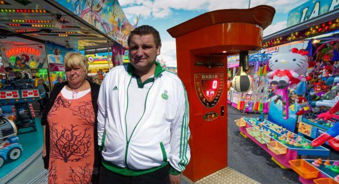St Urbain Aurillac : Il séduit la fille de ses rèves en battant le record de la machine punching ball