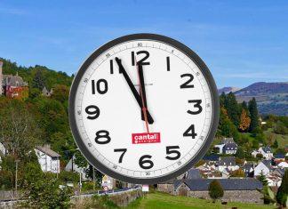 Dans le Cantal, un village oublie de changer d'heure.